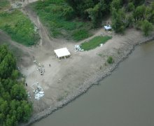 NOAA works to document oil stranded along the banks of the Mississippi River.